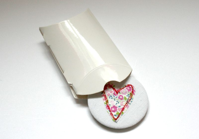 Mirror in curved box